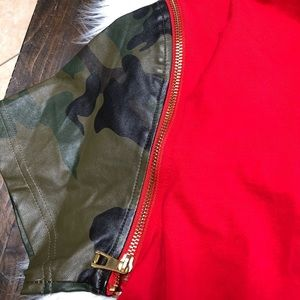 EUC HUDSON SHIRT WITH CAMO FAUX SLEEVES SIZE LARGE